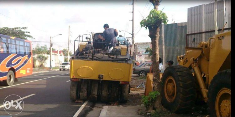 Pneumatic road roller