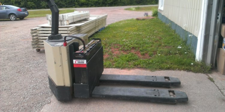 Crown 60PW Electric Pallet