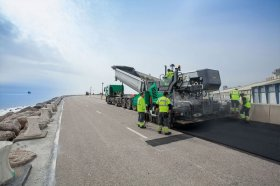 A continual material flow and the correct set-up of the machine are two crucial factors in any paving operation.