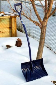 Picture of ergonomic snow shovel. - David Beaulieu